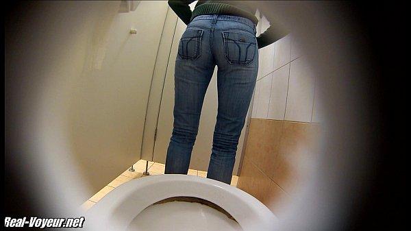Очереди все девушки писают на туалетах
